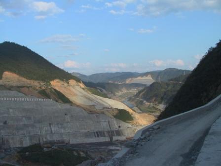 黔东南信息港 县市 >> 正文          三板溪水电站位于沅水干流上河