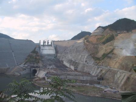 黔东南信息港 县市 >> 正文        三板溪水电站最大坝高185.