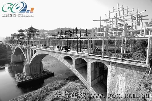 锦屏 全国最长风雨桥进入木质建筑施工