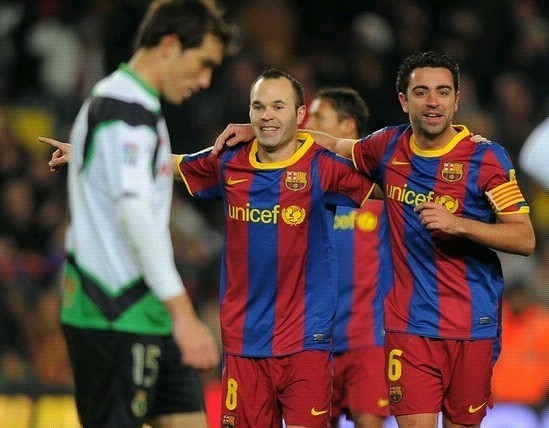 组图:梅西进球感谢谁哈维伊涅斯塔哥俩儿好