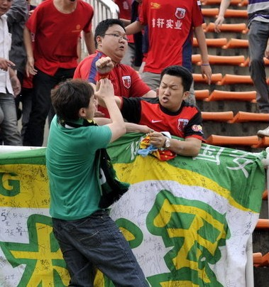 中超再现球迷斗殴; 北京国安吧2011北京国安球迷的那些事; (4/6)南