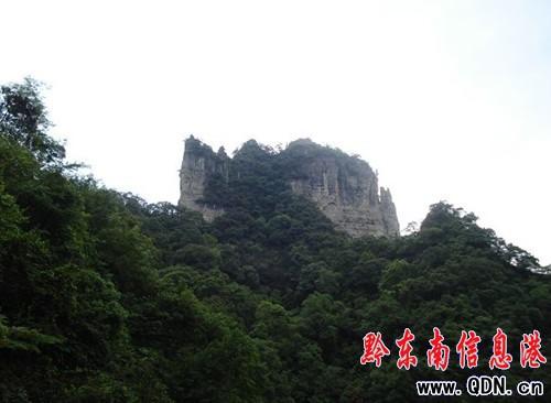 云台山/云台山在施秉县城北部,距县城13公里,是600年前的佛教胜地。