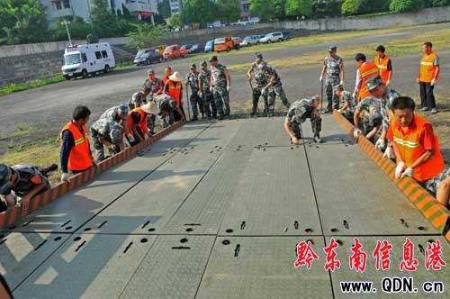凯里举行国防古诗应急钢桥架设战备演练(图)-小学交通《竹石》教学设计图片