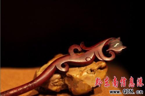 特别是发簪,木雕手串等精湛的手艺制品