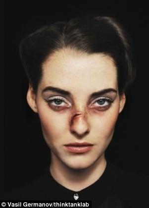 """时尚杂志""""伤疤美女""""照博眼球 堕落反常引争议"""