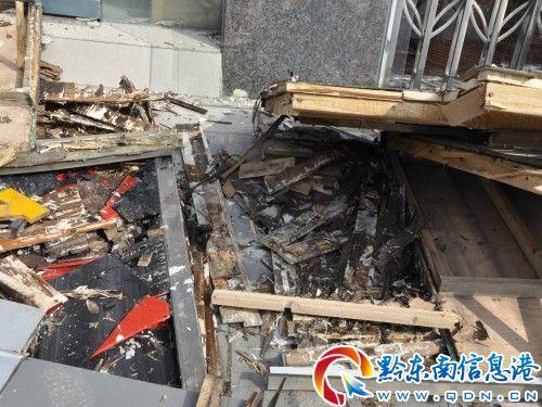 凯棉路5店面发生门头坍塌 房开商装修商互踢足球 民生新闻 黔东南信高清图片
