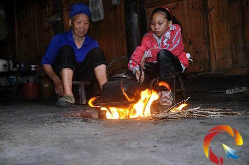 杨艳和奶奶做饭