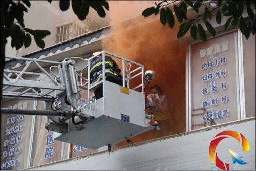 黎平县工商联组织民营医院开展消防疏散演练