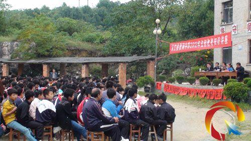 从江:法制教育走进校园 营造安全学习环境