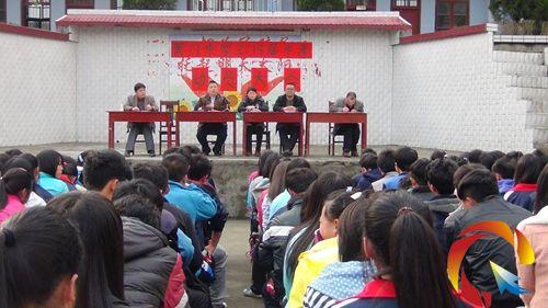 锦屏:彦洞乡黄门民族中学召开中考备考动员大会为学生