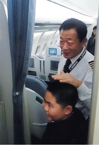 揭南航迫降航班机长:开过15年轰炸机驾龄35年
