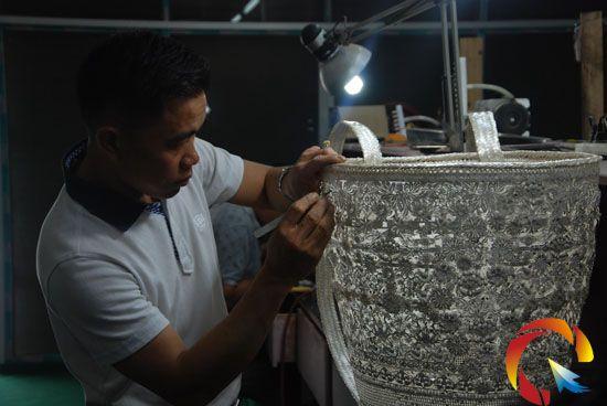 王国春:非遗传承人巧手编织 - 每周人物 - 黔东南信息