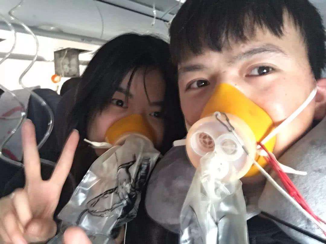 怎么戴飞机上的氧气罩