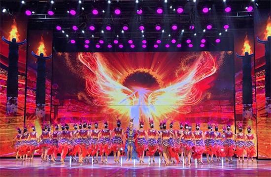 美(mei)女大�W生��L(chang)�砝�!北京舞蹈�W院�W生�I舞丹寨�\秀