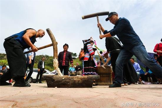 贵州黄平:少数民族同胞载歌载舞共享丰收喜悦 欢度国庆佳节