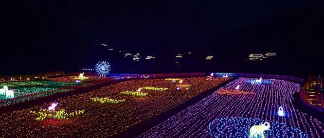 凱里網(wang)紅地標,樂享夢幻田(tian)園燈光世界!