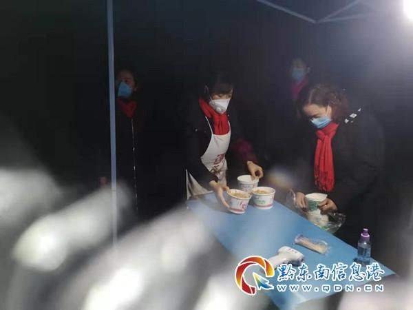 一(yi)線執勤冷(ling) 油茶(cha)暖身心