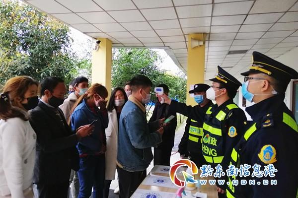 路(lu)政(zheng)護航復工返程獲點贊