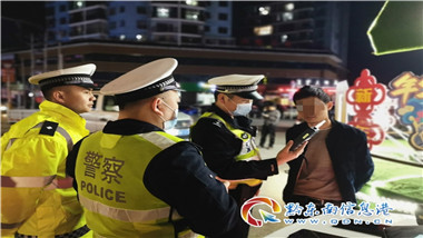 交警開展(zhan)酒駕專項整治行動